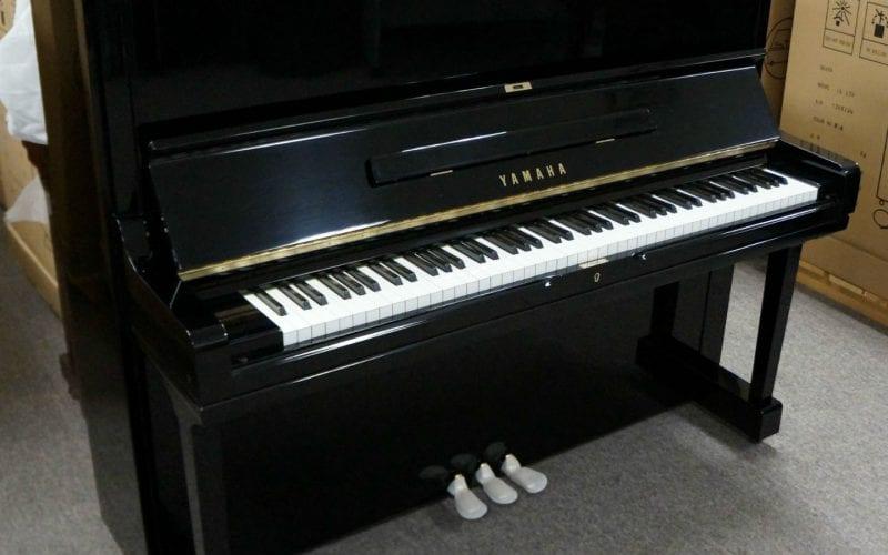 Yamaha U3H 2611081 side